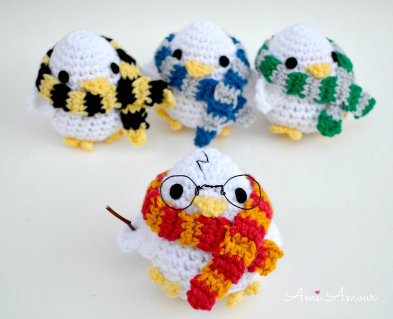 Amigurumi Chicks with House Scarves