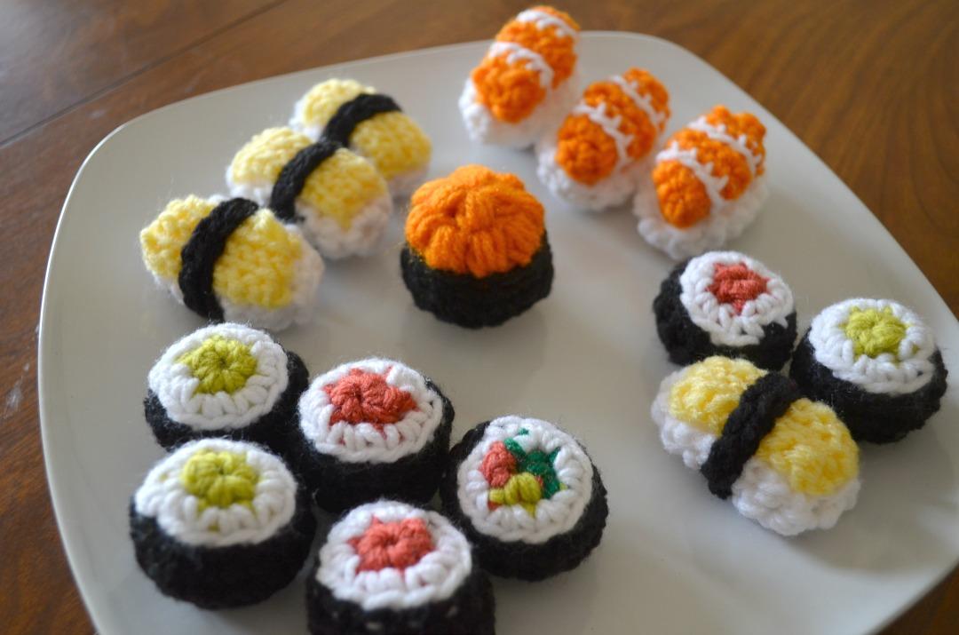 Teller voll von Sushi Amigurumi - Free Crochet Pattern