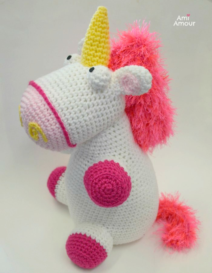 Free Unicorn Crochet Pattern - Kawaii Cuddler™ | 3amgracedesigns | 900x700