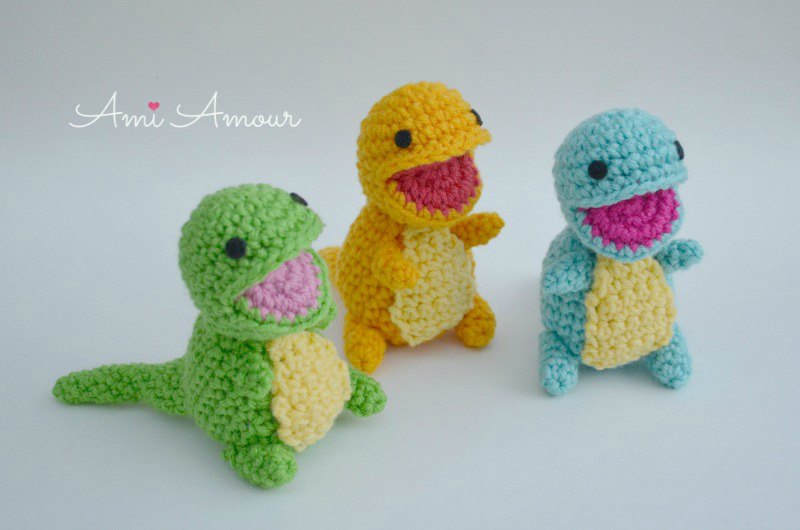 Roar! 10 Free #Crochet Dinosaur Patterns! - Moogly | 530x800