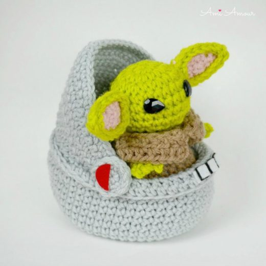 Baby Yoda Amigurumi in Space Pod