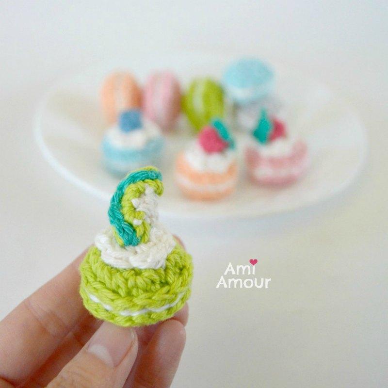 Lime Macaron Amigurumi