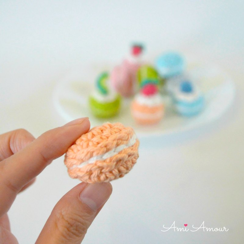 Macaron Crochet Shape