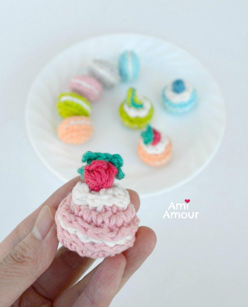 Strawberry Crochet Macaron - Free Amigurumi Pattern