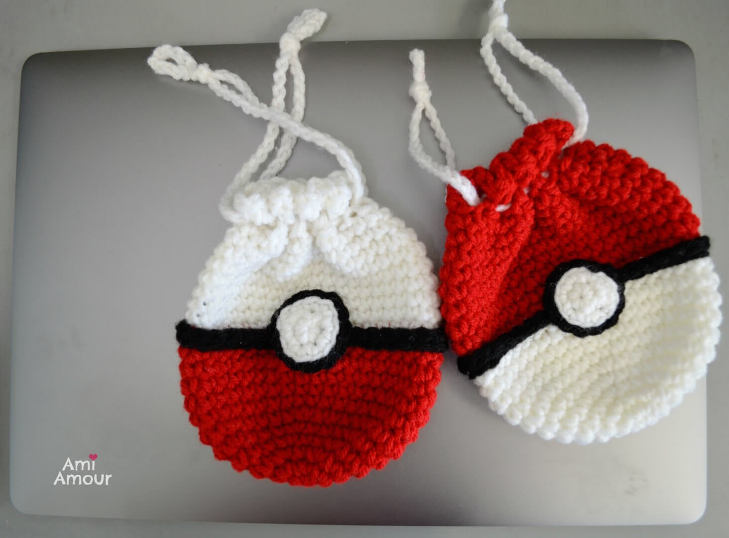 2 Crochet Pokeball Bags in opposite colors