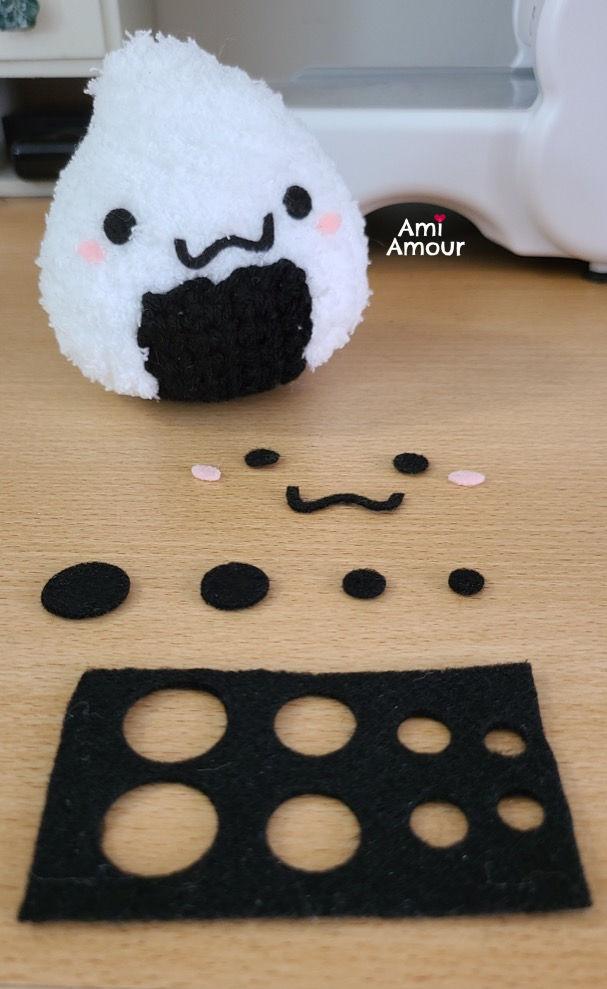 Cut Felt Circles for Amigurumi