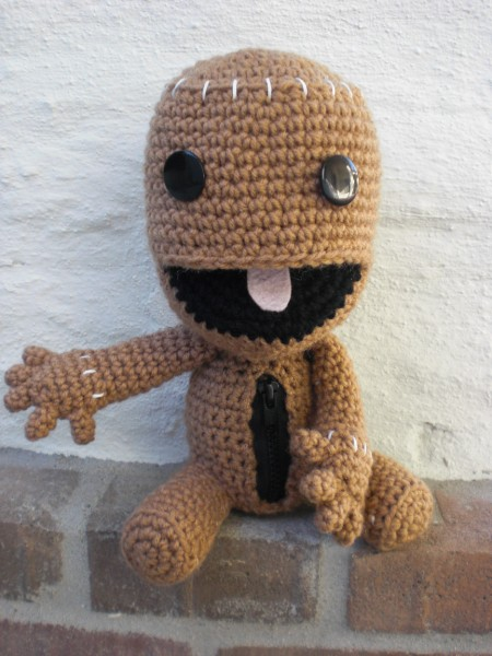 Sackboy with zipper pouch ami amour so ive seen a lot of crocheted sackboys out there and i knew that when i made sackboy i wanted to add something a little new to the mix dt1010fo